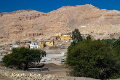 Blick auf den Theben Berg